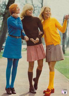 """Có thể nói rằng phong cách thập niên 70 là """"nền tảng"""" của thời trang, xu hướng này cho phép bạn sử dụng nhiều màu sắc khác nhau, dù là gam màu nhạt hay rực rỡ. Những gam màu đa dạng sẽ nhấn mạnh phong cách trang phục cũng như cá tính của bạn. Với phong cách này bạn hoàn toàn có thể lựa chọn nhiều gam màu, hoặc tông màu khác nhau từ màu vàng mustard cho đến màu tím."""