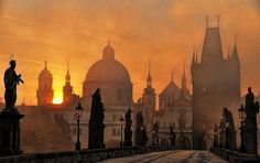 Prague - Home to a really fun girl trip I took. First time flying a 747 was enroute to Prague. Places To Travel, Places To See, Prague Charles Bridge, Pont Charles, Prague Czech Republic, Prague 1, Prague Travel, Travel Europe, Italy Travel