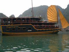 A trip on Junk - South China Sea (Halong Bay)