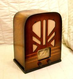 Old Antique Wood Philco Vintage Tube Radio - Restored Working Art Deco Tombstone. eBay auction ends tonight at 10:30 eastern!