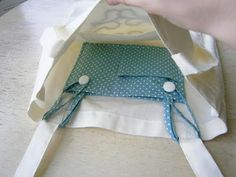 """Sewing Projects DIY Tote Pocket Insert - Love The easy sewing project for back to school. """"Insertable pocket for tote bags. This is simply brilliant! This idea could work Sewing Tutorials, Sewing Hacks, Sewing Patterns, Tote Bag Tutorials, Tote Bag Patterns, Sewing Ideas, Knitting Patterns, Fabric Crafts, Sewing Crafts"""
