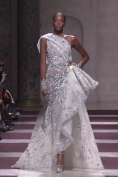Ziad Nakad Look Spring Summer 2019 Haute Couture Collection Stunning Embroidered Milk White Asymmetric Slit Evening Maxi Dress / Evening Gown with a Train. Fashion Runway by Ziad Nakad White Boho Dress, Little White Dresses, Dress Lace, Haute Couture Dresses, Haute Couture Fashion, Spring Couture, Runway Fashion, Fashion Models, Women's Fashion