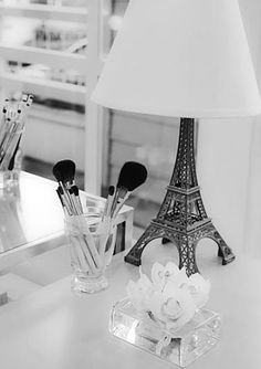 ooh i have an Eiffel Tower at home..wonder if i can do this to it?