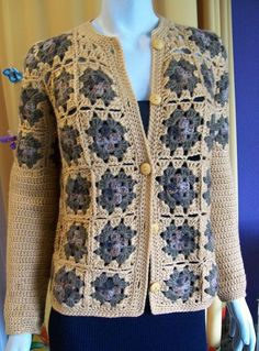 This Pin was discovered by AyşDiscover thousands of images about Mulher Rendeira Gilet Crochet, Crochet Vest Pattern, Crochet Coat, Granny Square Crochet Pattern, Crochet Jacket, Crochet Cardigan, Crochet Clothes, Crochet Vests, Baby Cardigan