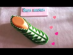 Diy Crafts - Today we are going to learn to crochet a beautiful slippers and make them in two colors. In this tutorial green and white yarns are used, Crochet Slipper Pattern, Crochet Shoes, Crochet Slippers, Diy Crafts Crochet, Crochet Projects, Baby Knitting Patterns, Craft Patterns, Tunisian Crochet Stitches, Knit Mittens