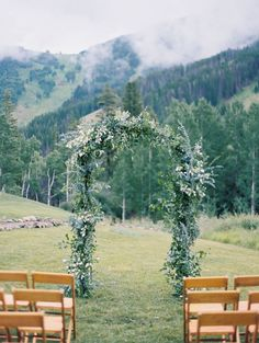 Summer Wedding Dresses Summer Mountain Wedding at Beano's Cabin - A summertime wedding in the Colorado mountains at Beano's Cabin with color ombre florals in shades of pink, berry and burgundy. Wedding Themes, Wedding Tips, Trendy Wedding, Perfect Wedding, Summer Wedding, Wedding Ceremony, Wedding Planning, Dream Wedding, Wedding Venues