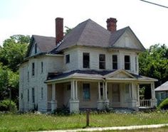 Herman C. Smith House for sale in Goldsboro, NC for Old Abandoned Buildings, Abandoned Places, Abandoned Mansions, Scary Houses, Old Farm Houses, Architectural Features, Country Farmhouse, Historic Homes, My House