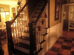 http://theinspiredroom.net/room-tours/house-tour-decorated-for-christmas/