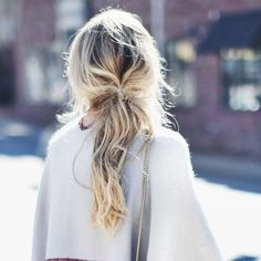Low ponytail with blond highlights