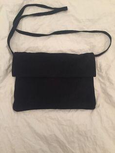 Petit sac pochette a lanière daim Mango Mango ! Taille , Pochettes à seulement 18.00 €. Par ici : http://www.vinted.fr/sacs-femmes/pochettes/22724690-petit-sac-pochette-a-laniere-daim-mango.