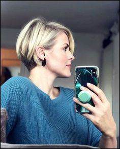 37 Lovely Short Bob Haircuts for Women in 2020 - Page 2 of 37 - Lead Hairstyles Short Hairstyles For Thick Hair, Short Hair With Layers, Short Hair Cuts For Women, Bob Haircuts For Women, Short Bob Haircuts, Fresh Haircuts, Pixie Bob Haircut, Pixie Bob Hairstyles, Celebrity Hairstyles
