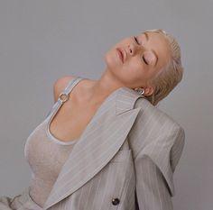 Liberation is coming Christina Aguilera Burlesque, Blond, Beautiful Christina, Bionic Woman, Celebrity Moms, Poses, Female Singers, Strike A Pose, Mi Long