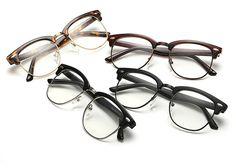定番3大メガネに注目のサーモント型フレームメガネ!大人かっこいいメガネデザイン!  サーモントタイプは、お顔の印象をハッキリ見せたいかたに、おすすめのフレーム。  眉のようにも見えるブロー型のメガネ、人気サーモント型メガネ豊富に揃った!
