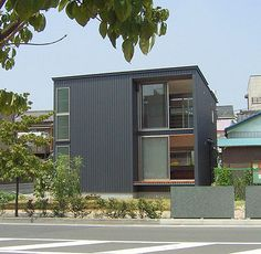 ローコスト住宅 施工例 House 2, Tiny House, Metal Buildings, Building Materials, Black House, Exterior Design, Townhouse, Facade, Sweet Home