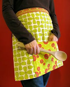 Wendymoon Designs: Tutorial: Fat Quarter Reversible Apron with Spoonflower Fabrics