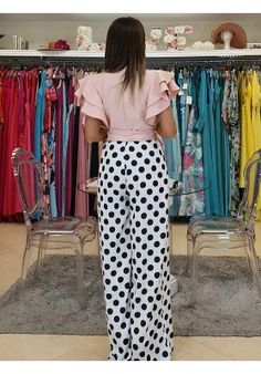 MONO RANIA How To Do Makeup, New Fashion, Womens Fashion, Retro Look, Off The Shoulder, Looks Great, Fashion Dresses, Jumpsuit, Glamour