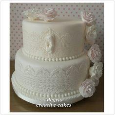 """Torta de #bautizo para una bebé.  #cakeart #cakedecorating"" Creative Cakes, Cake Art, Cake Decorating, Desserts, Instagram Posts, Beautiful, Christening, Food Cakes, Tailgate Desserts"