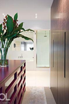 Privé | Hélène et Olivier Lempereur Wardrobe Doors, Modern Bathroom, Furniture, People, Design, Dress, Home Decor, Beautiful Living Rooms, Backdrops