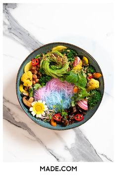 El chef Jason Tjon Affo muestra el lado sabroso y tecnicolor de una dieta vegana en su feed de Instagram. Nos reunimos con el chef holandés-surinamés y su mejor amiga para hablar sobre la comida, la familia y la cocina de sus sueños. Acai Bowl, Dinner, Instagram, Breakfast, Ethnic Recipes, Food, Vegan Recipes, Tasty, Vegans