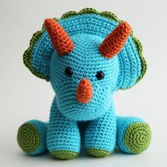 Triceratops de ganchillo azul encantador por DancingDinoToys