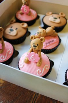 Teddy Bear Cupcakes, Biscuit Cupcakes, Teddy Bear Party, Kid Cupcakes, Cupcake Cookies, Teddy Bears, Flamingo Cake, Build A Bear, Fondant