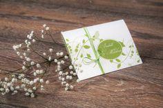 """Die Karte """"Vogelhochzeit-pastell""""in zarten & kräftigen maigrünen Tönen, wirkt elegant und verspielt zugleich. Das Format der Karte ist A6 und überrascht durch seine Klappmechanik. Gedruckt wird die Karte auf einem silberweißen schimmernden,300g Papier. Verziert wird die Karte mit einer passenden grünen Kordel."""