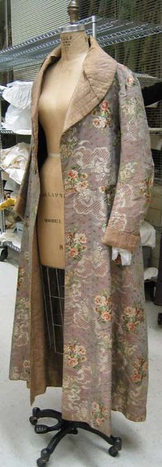 Dressing gown Date: 1820–30 Culture: French Medium: silk Dimensions: Length at CB: 62 in. (157.5 cm)
