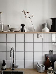 Small home with a smart layout Minimalist Kitchen backsplash Home layout Small Smart Home Design Decor, Küchen Design, Home Decor, Layout Design, Design Ideas, Design Blog, Design Bedroom, Kitchen Interior, Kitchen Decor