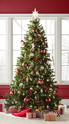 Christmas Decoration Ideas Green Spruce Artificial Christmas Tree with Clear/White Lights Types Of Christmas Trees, Silver Christmas Decorations, Real Christmas Tree, Beautiful Christmas Trees, Christmas Home, Christmas Wreaths, Holiday Decor, Decorated Christmas Trees, Traditional Christmas Tree