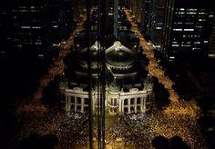 Dans la capitale Brasilia, des milliers de jeunes se sont massés pacifiquement aux portes du Parlement après des heures de manifestation.