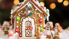 This Christmas, look to our best gingerbread house ideas for an afternoon of DIY fun. Here's how to make a gingerbread house, plus all our favorite gingerbread house decorating ideas to make with your kids! Vegan Gingerbread, Christmas Gingerbread House, Gingerbread Houses, Pasteles Recipe, Guisado Recipe, Christmas Eve Traditions, Christmas Markets, Louisiana Seafood, Steak And Seafood