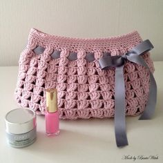 Very romantic bag for all your private stuff. Free pattern (translation button available) at BautaWitch.se. Welcome!