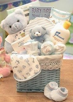 Sweet Baby Hamper Basket (Pink or Blue) - Baby Products Baby Boy Gift Baskets, Baby Gift Hampers, Baby Gift Box, Baby Box, Baby Boy Gifts, Baby Hamper Ideas Diy, Sweet Hampers, Regalo Baby Shower, Baby Shower Gift Basket