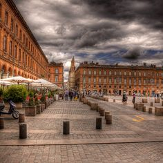 Toulouse, France. 3mths since i came back from this lovely place.. cnt wait to go back to europe! am missin every bit - e FOOD, architecture, everything. for now I cn only bio other ppl's photos. T.T
