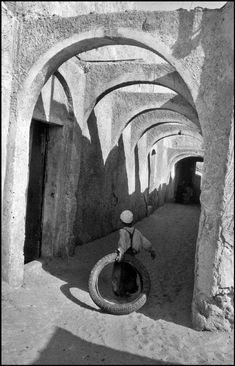 by Marc Riboud  Algeria, El Oued, 1962