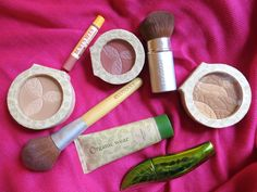 Organic and all-natural makeup--what brands to buy, where to buy them, how to use it, and what works