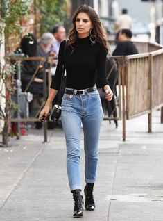 Emily Ratajkowski knows that good belt can bring some definition and extra dimensions to a casual jeans and sweater combo | 7 Ways to Dress up a Casual Outfit