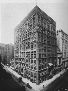 Home insurance building, Chicago 1885  William Le Baron Jenney