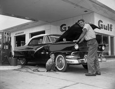 Gulf service station in Tallahassee, FL, 1959: