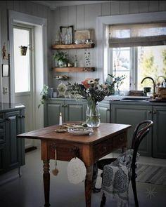 Kitchen Interior, Kitchen Decor, Scandinavian Home Interiors, Estilo Country, Cottage Kitchens, Interior Decorating, Interior Design, Kitchen Cabinetry, Luxury Kitchens