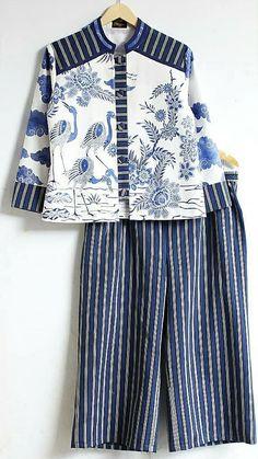 Batik Fashion, Abaya Fashion, Ethnic Fashion, Batik Kebaya, Kebaya Dress, Blouse Batik, Batik Dress, Moslem Fashion, Designer Party Wear Dresses