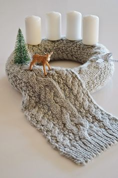 Wonderful Snap Shots Advent Wreath knitted Suggestions Many places of worship host a strong Advent-wreath-making function on the very first On the with the Advent Wreath, Diy Wreath, Wreath Making, Christmas Projects, Christmas Wreaths, Christmas Decorations, Crochet Wreath, Advent Candles, White Candles