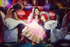 Mehandi - The Bridal Mehandi! Photos, Hindu Culture, Beige Color, Decoration, Bridal Mehandi, Arabic Mehandi pictures, images, WeddingPlz