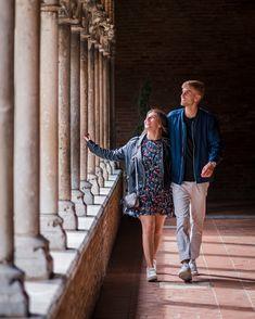 Elle contient: Un couple visite Toulouse pour une escapade romantique
