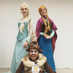 Elsa Cosplay by Cara cosplay with Anna Cosplay and Sven Cosplay (Frozen Cosplay groun)