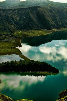 . . . Lagoa do Fogo . . .  São Miguel, Açores - Portugal - Foto: Cristina