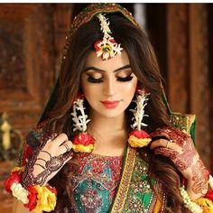 Our favorite 51 indian bridal makeup looks – wedabout Bridal Mehndi Dresses, Pakistani Bridal Makeup, Pakistani Wedding Outfits, Indian Bridal Fashion, Bridal Outfits, Nikkah Dress, Pakistani Jewelry, Pakistani Dresses, Bridal Makeup Looks