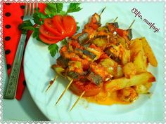 En güzel mutfak paylaşımları için kanalımıza abone olunuz. http://www.kadinika.com Selamun aleyküm  Bükünkü menünüze bir fikir. Tavuklu sebzeli çöp şiş  Malzemeler : 1kuşbaşı doğranmış tavuk göğsü 2 patlıcan 2 domates 3 çarliston biber 3 patates küçük bir kase arpacık soğan 3 diş sarımsak 15 yemek k salça yeteri kadar sıvı yağ tuz ve istediğiniz baharatlar...  Patatesleri elma dilimi şeklinde doğrayın arpacık soğanı soyup patates ile büyük borcama yerleştirin sarmısaklarıda doğrayıp üzerine…