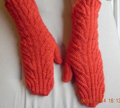 Ravelry: Interrupted Swirl Mitts pattern by Maureen Foulds