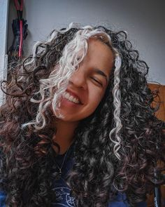 Dyed Curly Hair, Dyed Natural Hair, Colored Curly Hair, Curly Hair Tips, Dye My Hair, Curly Hair Styles, Hair Color Streaks, Hair Dye Colors, Skunk Hair